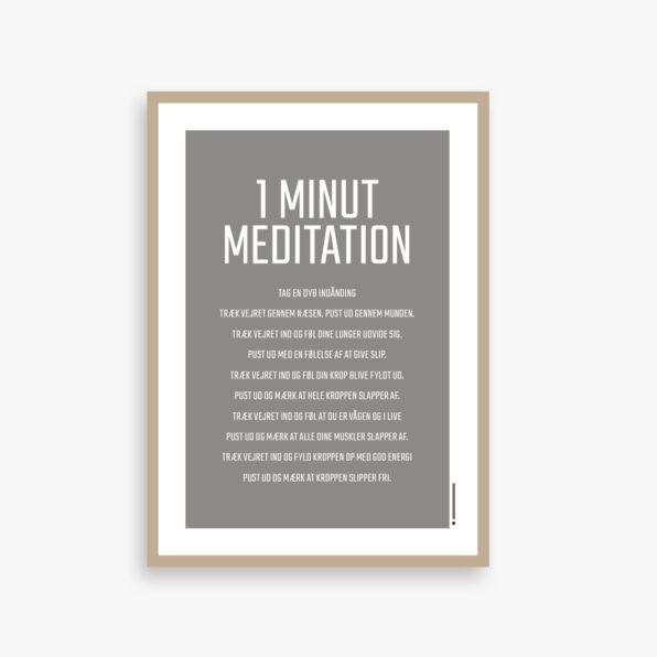 """""""MEDITATION"""" PLAKAT 1 minut meditation tag en dyb indånding træk vejret gennem næsen. Pust ud gennem munden. Træk vejret ind og føl dine lunger udvide sig. Pust ud med en følelse af at give slip. Træk vejret ind og føl din krop blive fyldt ud. Pust ud og mærk at hele kroppen slapper af. Træk vejret ind og føl at du er vågen og i live Pust ud og mærk at alle dine muskler slapper af. Træk vejret ind og fyld kroppen op med god energi Pust ud og mærk at kroppen slipper fri. Flere størrelser og farver Printet på 190 g. lækkert mat papir"""