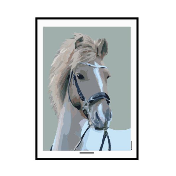 Personlig illustration plakat Grafisk design bylilianlund Printet på 200 g. lækkert papir Der bliver lavet en illustration af din hest/pony eller andet dyr ud fra dit eget foto. Resultatet bliver en smuk grafisk plakat, hvor du selv kan bestemme farvenuancerne. På plakaten her ( et eks. med vores pony Cola, har vi også skrevet hans navn og dato vi fik ham på ) Du får et layout til godekendelse inden plakaten bliver trykt og sendt til dig. Leveriingstiden på denne plakat er lidt længere end de andre plakater, men mac 2-3 dage inden du får tilsendt første layout. Skriv gerne hvis det er en haster :)